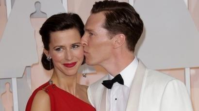 Benedict Cumberbatch apa lett és kitüntetést kapott