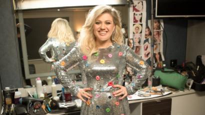 Beszélgetős műsor házigazdája lesz Kelly Clarkson