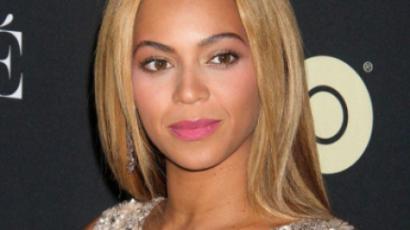 Beyoncé hónaljkutyust villantott