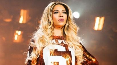 Beyoncé sírva fakadt a színpadon — videó