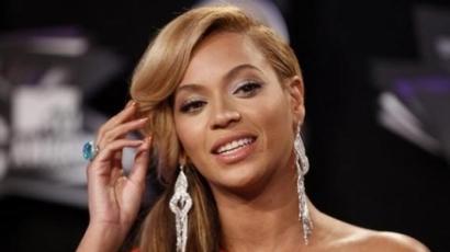 Beyoncé újra a színpadon