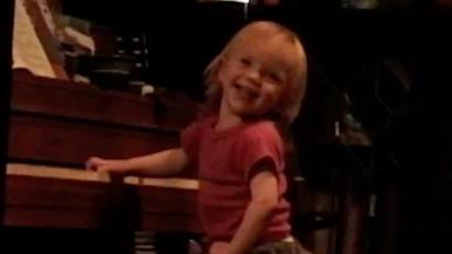 Billie Eilish nagyon édes videót posztolt magáról