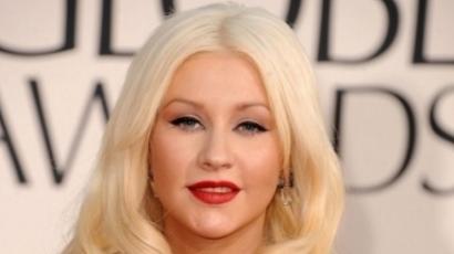 Bizarr! Mi folyik Christina Aguilera lába között?