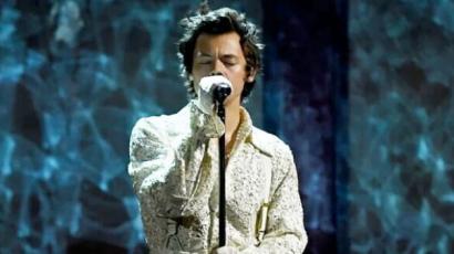 BRIT Awards 2020: Harry Styles megható dalt énekelt