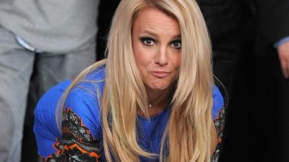 Britney Spears melltartó nélkül ment az utcára
