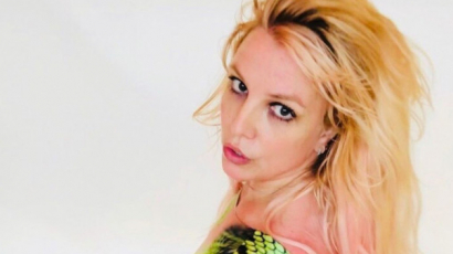 Britney Spears kígyómintás kezeslábasban nosztalgiázott