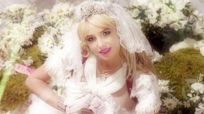 Britney Spears oltár elé állt