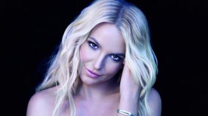 Britney Spears pincérnőnek állt