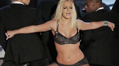 Britney Spears továbbra is idomaival adja el magát