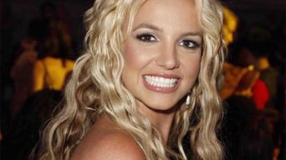 Britney Spears újra recepciós lesz