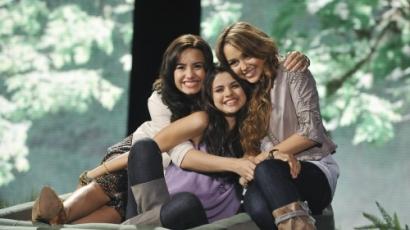 Britney-dalokkal lépnek fel a Disney-lányok?