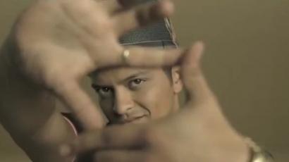 Bruno Mars a Bench reklámfilmjében
