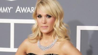 Carrie Underwood: egymillió a Vöröskeresztnek