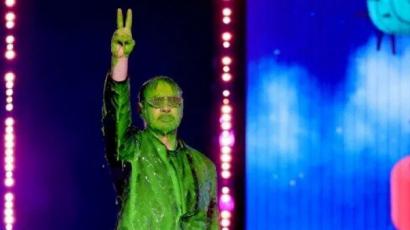 Charlie D'Ameliót, Justin Biebert és Robert Downey Jr.-t nyakon öntötte a zöld takony