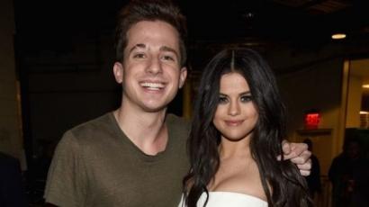 Charlie Puth Selena Gomeznek udvarol?