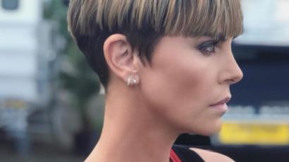 Charlize Theron meglepő frizurát villantott