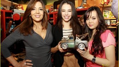 Chloe, Anna és Maria az autókért!