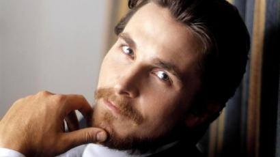 Christian Bale az olasz autómogul bőrébe bújik