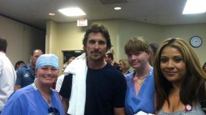 Christian Bale meglátogatta a mozis mészárlás sérültjeit