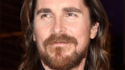 Christian Bale térdsérülése miatt csúszik a bemutató