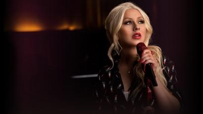 Christina Aguilera énektanárnak állt