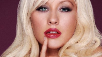 Christina Aguilera énektanárhoz jár