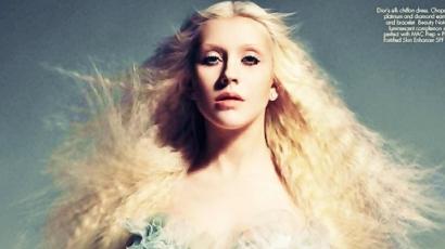 Christina Aguilera keresi a hangját