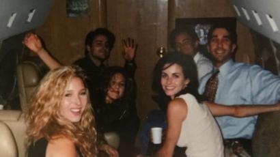 Courtney Cox régi fotót posztolt kollégáiról