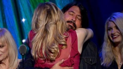 Courtney Love és Dave Grohl elásta a csatabárdot