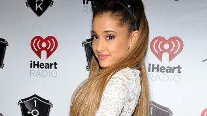 Dalpremier: Ariana Grande - Santa Tell Me