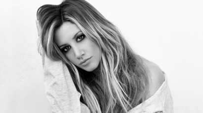 Dalpremier: Ashley Tisdale – You're Always Here