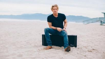 Miley Cyrus segítette Cody Simpsont az új dalában