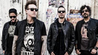 Meglepetés! Két új dallal jelentkezett a Papa Roach