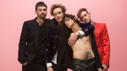 Dalpremier: The 1975 – Love Me