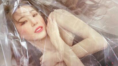 Dalpremier: Tiffany Young – Over My Skin