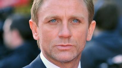 Daniel Craig nőnek öltözött