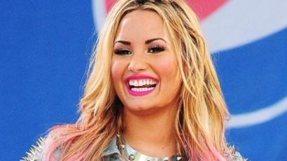 Demi Lovato lenyírta haja egy részét