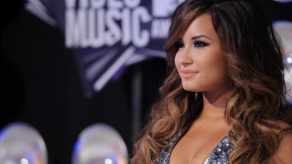 Demi Lovato turnézni indul