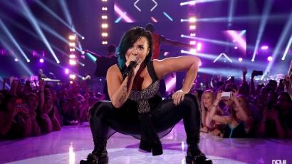 Koncertjén jegyezték el Demi Lovatót