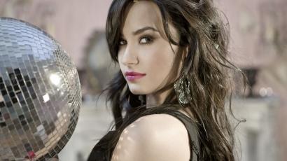 Demi Lovato otthon karácsonyozhat