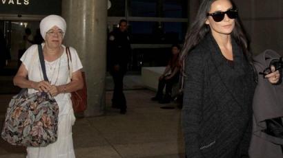 Demi Moore a gurujával jött vissza Indiából
