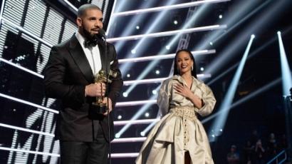 Drake élő adásban vallott szerelmet Rihannának