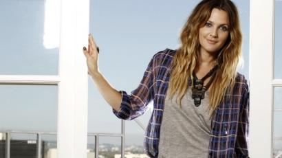 Drew Barrymore a rászoruló gyerekeknek segít