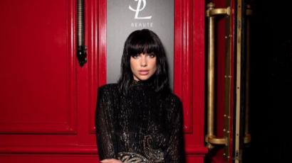 Dua Lipa is új frizurát választott, a párizsi divathét ihlette meg