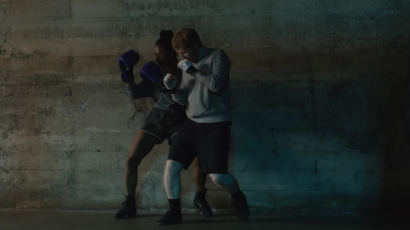 Ed Sheeran bokszolónak állt! Itt a Shape of You videoklipje