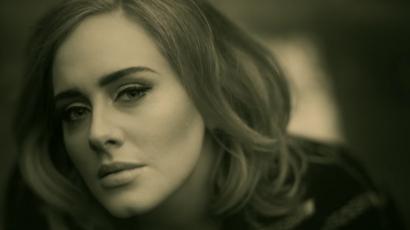 Elképesztő! Dalban könyörög ingyen koncertjegyekért egy Adele-rajongó