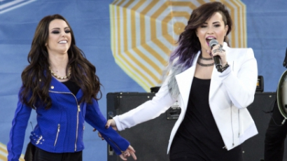 Élő: Demi Lovato - Really Don't Care ft. Cher Lloyd