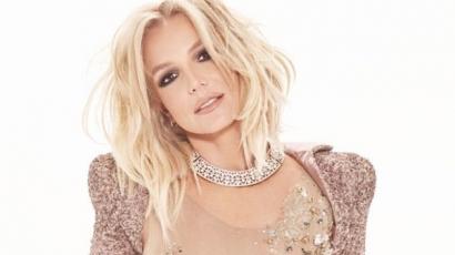 Élőben énekelt, és szexi fotósorozat is készült Britneyről