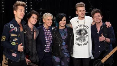 Első alkalommal állt egy színpadon Demi Lovato és a The Vamps