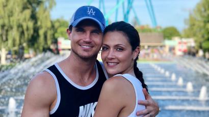 Első gyermekét várja Robbie Amell és Italia Ricci